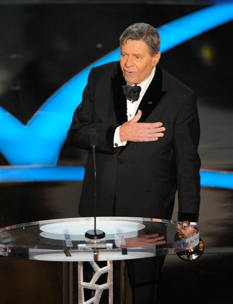 jerry_lewis_accepts_the_jean_hersholt_humanitarian_3278084794